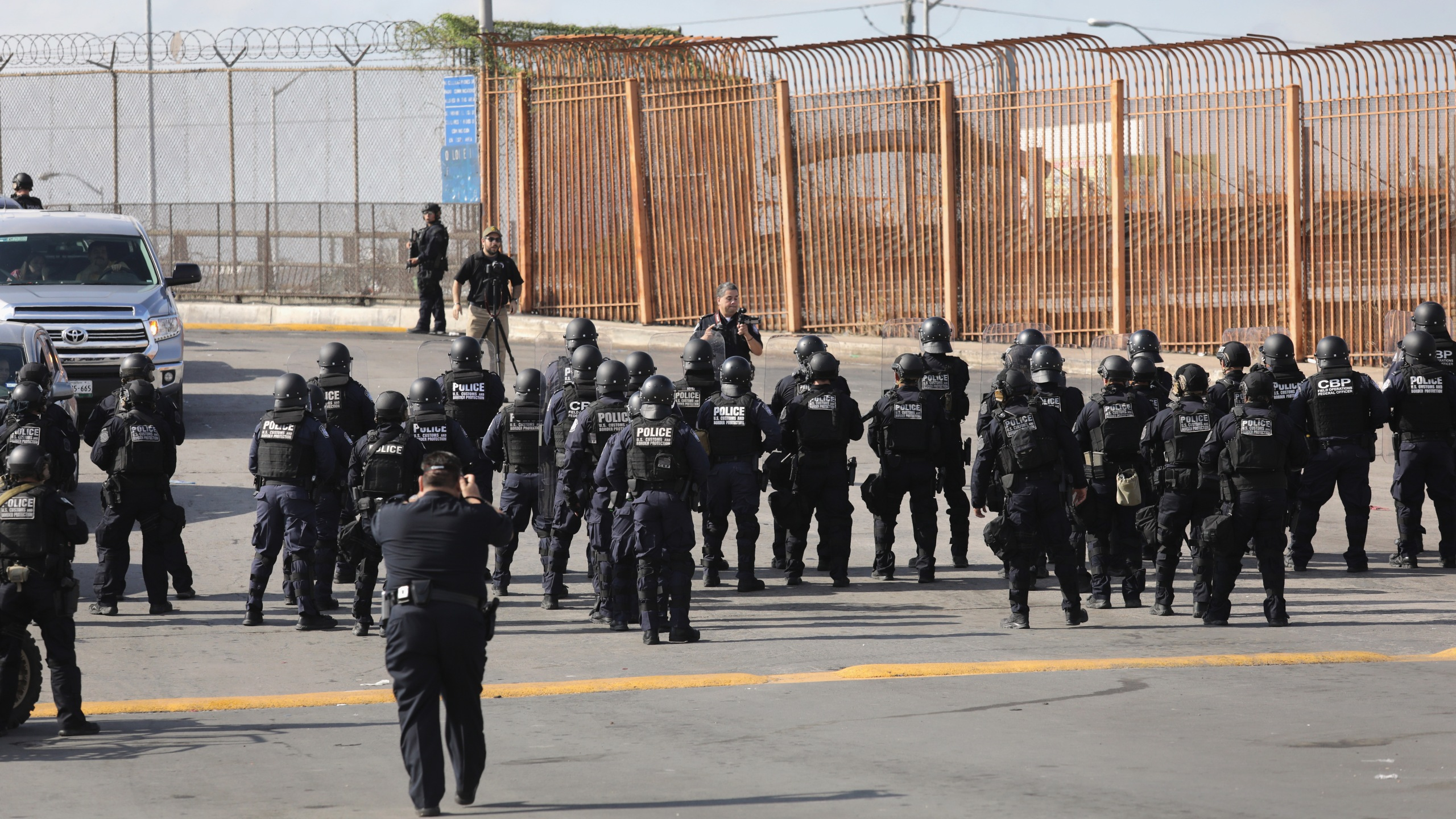 """U.S. Customs and Border Protection agents take part in a training exercise at the U.S.-Mexico border on Nov. 5, 2018 in Hidalgo, Texas. Days before, U.S. Army soldiers put up razor wire at the same port of entry as part of """"Operation Faithful Patriot."""" President Donald Trump ordered troops to the border ahead of midterm elections and weeks before the possible arrival of a migrant caravan. (Credit: John Moore/Getty Images)"""