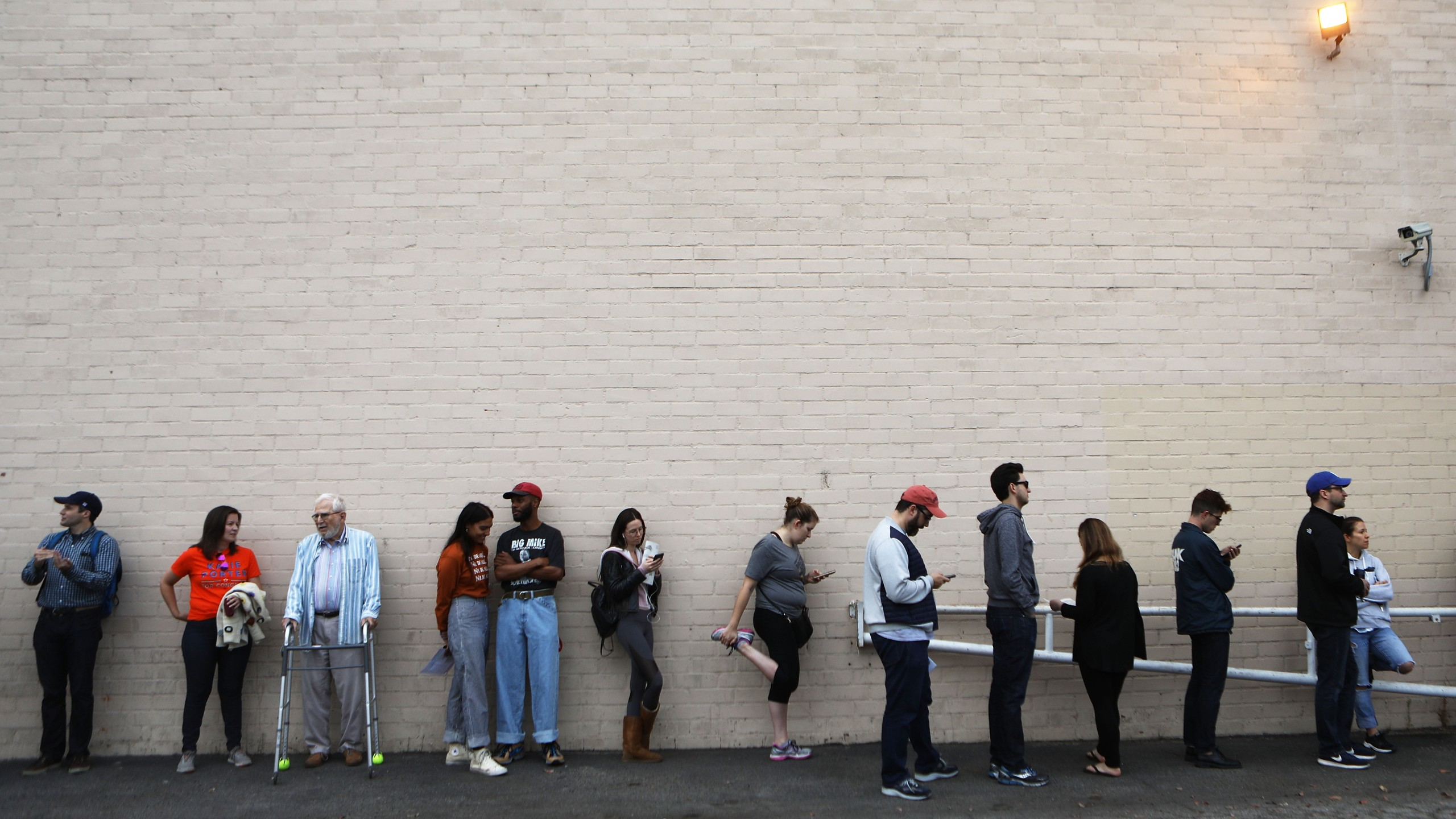 Voters wait in line to cast their ballots in the midterm elections minutes before the polls open on Nov. 6, 2018 in Los Angeles. (Credit: Mario Tama/Getty Images)