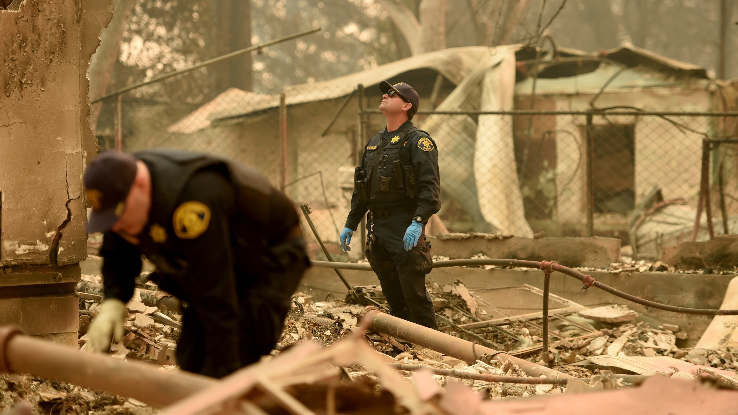 Alameda County Sheriff Coroner officers search for human remains at a burned residence in Paradise, California on November 12, 2018. (Credit: JOSH EDELSON/AFP/Getty Images)