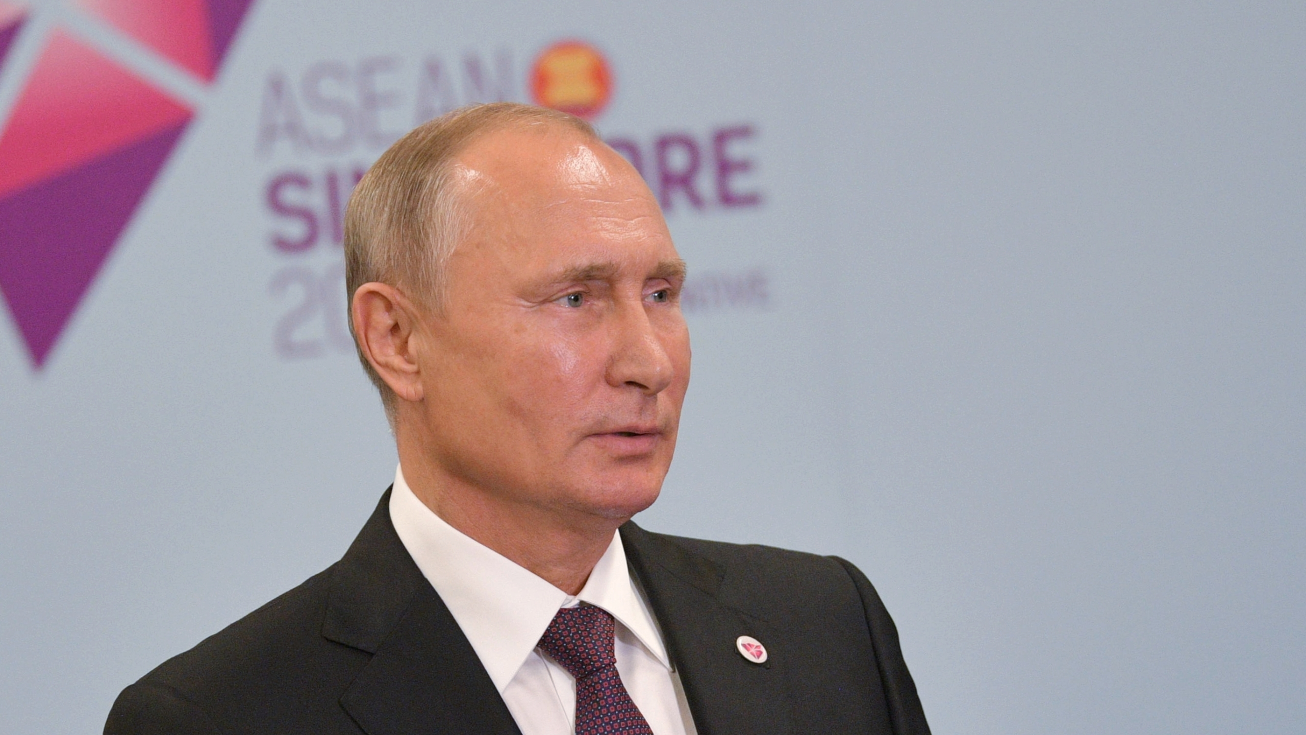Russian President Vladimir Putin attends a press conference after the East Asia Summit in Singapore on Nov. 15, 2018. (Credit: ALEXEI DRUZHININ/AFP/Getty Images)