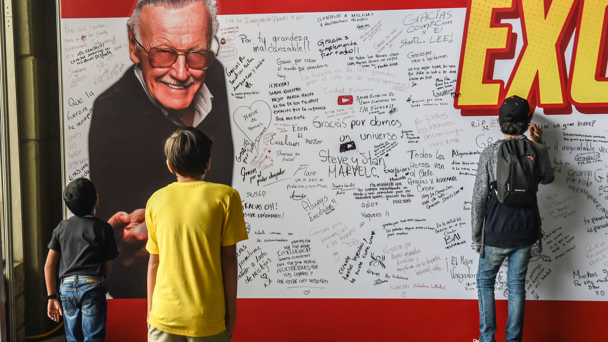 Gaming, comic and movie fans pay tribute to Stan Lee's memory during the Comic Con Colombia 2018 in Medellin on Nov. 16, 2018. (Credit: Joaquin Sarmiento / AFP / Getty Images)