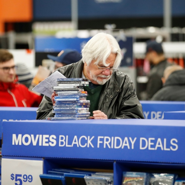 A shopper buys movies at a Best Buy in Chicago store on Nov. 22, 2018. (Credit: Kamil Krzaczynski / Getty Images)