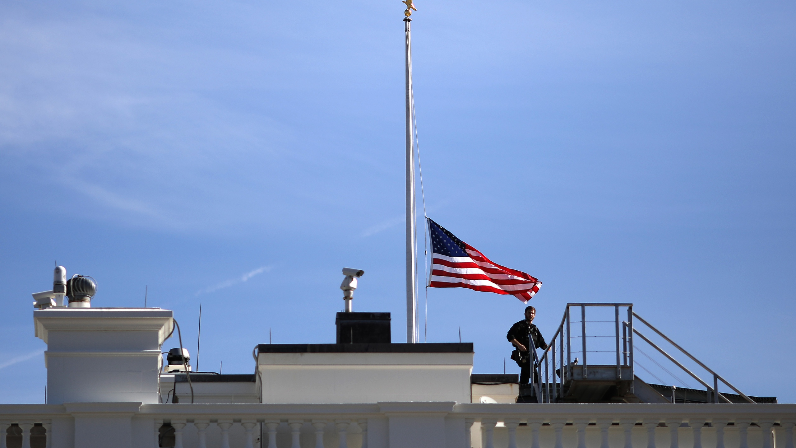 The American flag over the White House flies at half staff following the shooting in Thousand Oaks late Wednesday evening on November 08, 2018 in Washington, DC. (Credit: Win McNamee/Getty Images)
