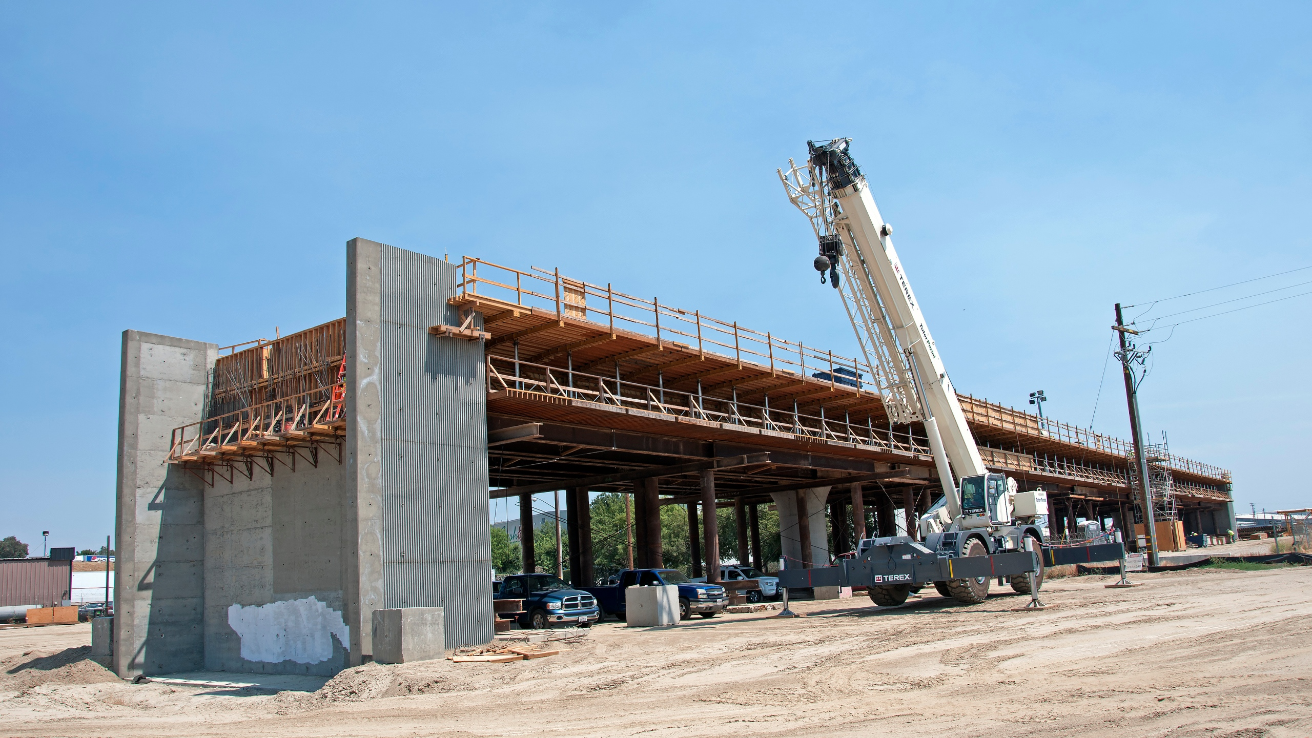 Construction of the Muscat Avenue Viaduct seen west of State Route 99, just east of Cedar Avenue on July 13, 2017, in Fresno. (Credit: California High-Speed Rail Authority via Getty Images)