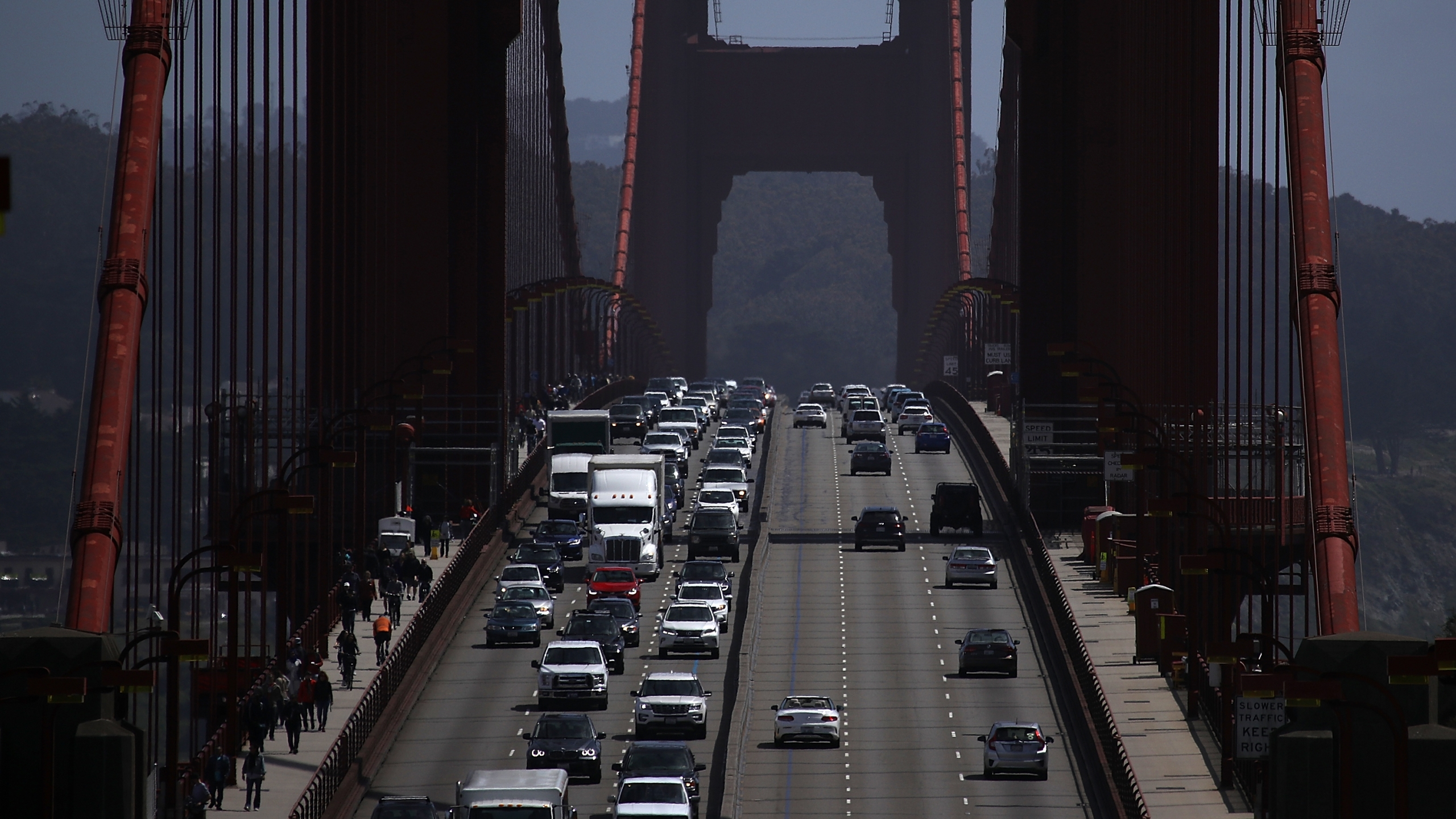 Traffic backs as it travels northbound on the Golden Gate Bridge on May 1, 2018. (Credit: Justin Sullivan / Getty Images)
