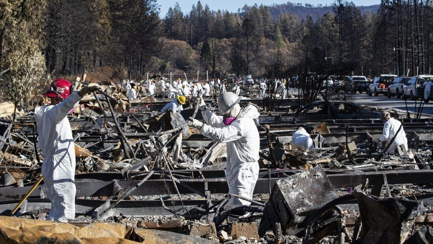 Recovery teams search for human remains Nov. 25, 2018 at Ridgewood Mobile Home Park in Paradise, Calif. (Credit: Gina Ferazzi/ Los AngelesTimes)