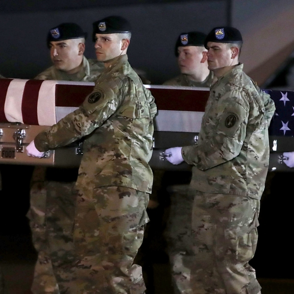 A U.S. Air Force carry team moves the transfer case containing the remains of Air Force Staff Sgt. Dylan J. Elchin during a dignified transfer at Dover Air Force Base, Nov. 29, 2018 in Dover, Delaware. (Credit: Mark Wilson/Getty Images)