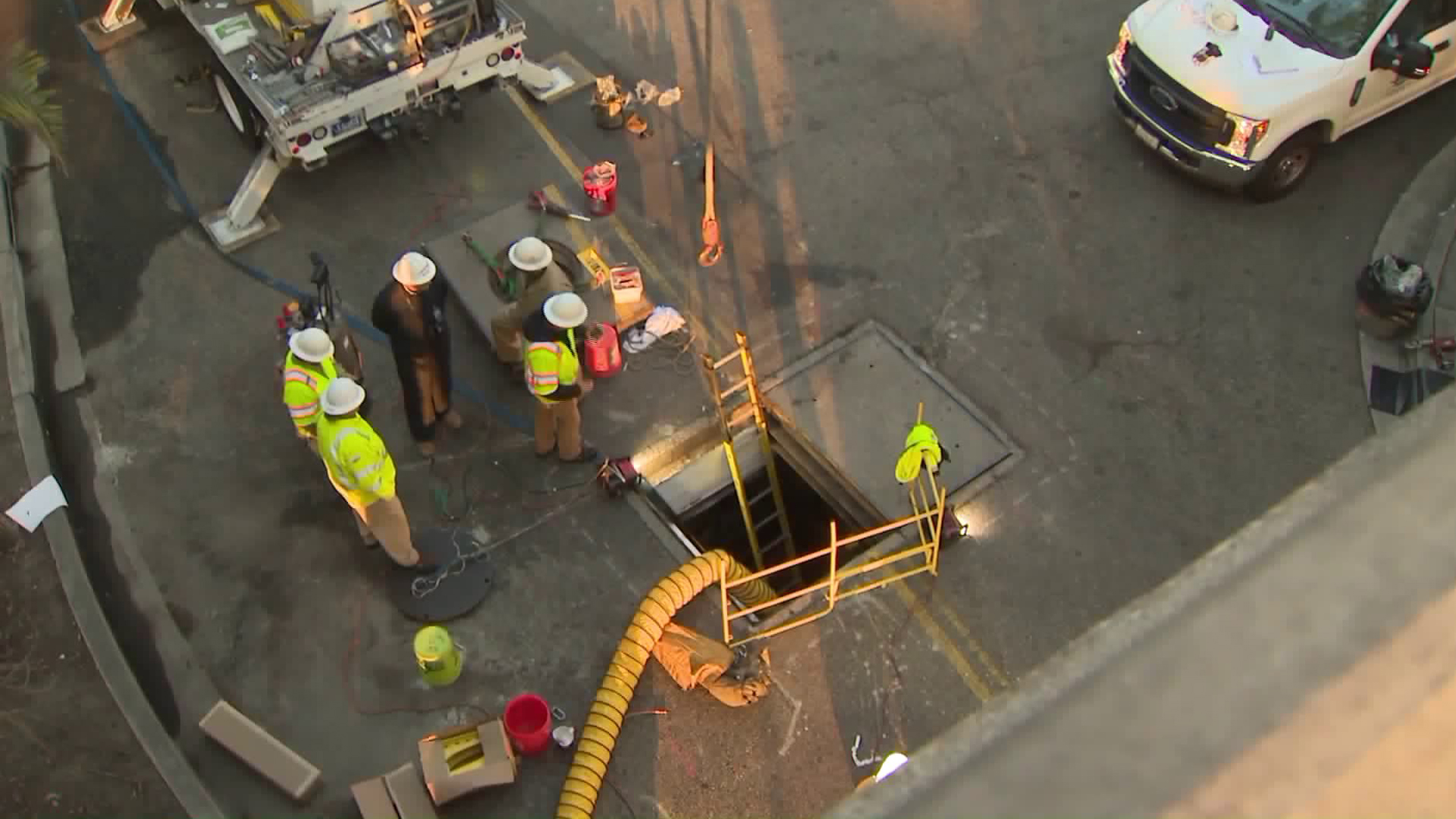 Officials investigate after an underground vault exploded in Long Beach on Nov. 20, 2018. (Credit: KTLA)