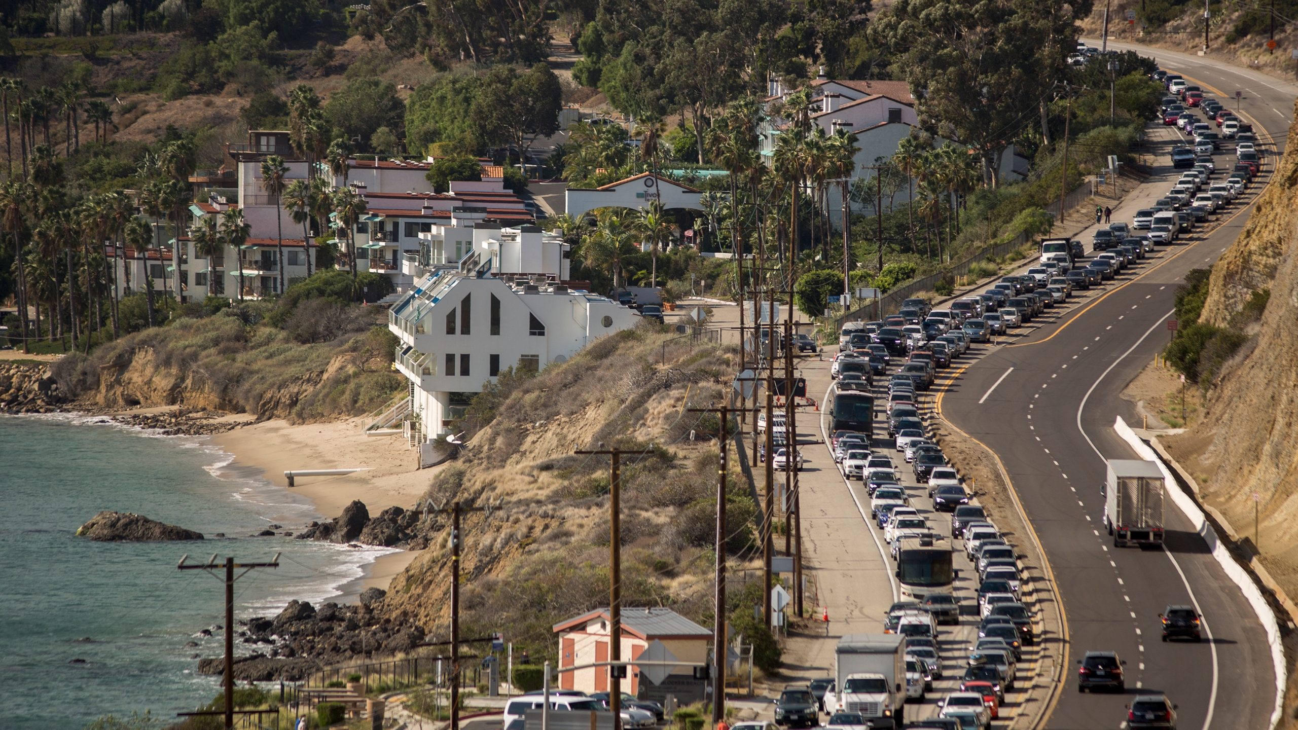 Traffic jams the southbound lanes of Pacific Coast Highway as all of the city of Malibu is evacuated to flee advancing flames during the Woolsey Fire on Nov. 9, 2018. (David McNew / Getty Images)