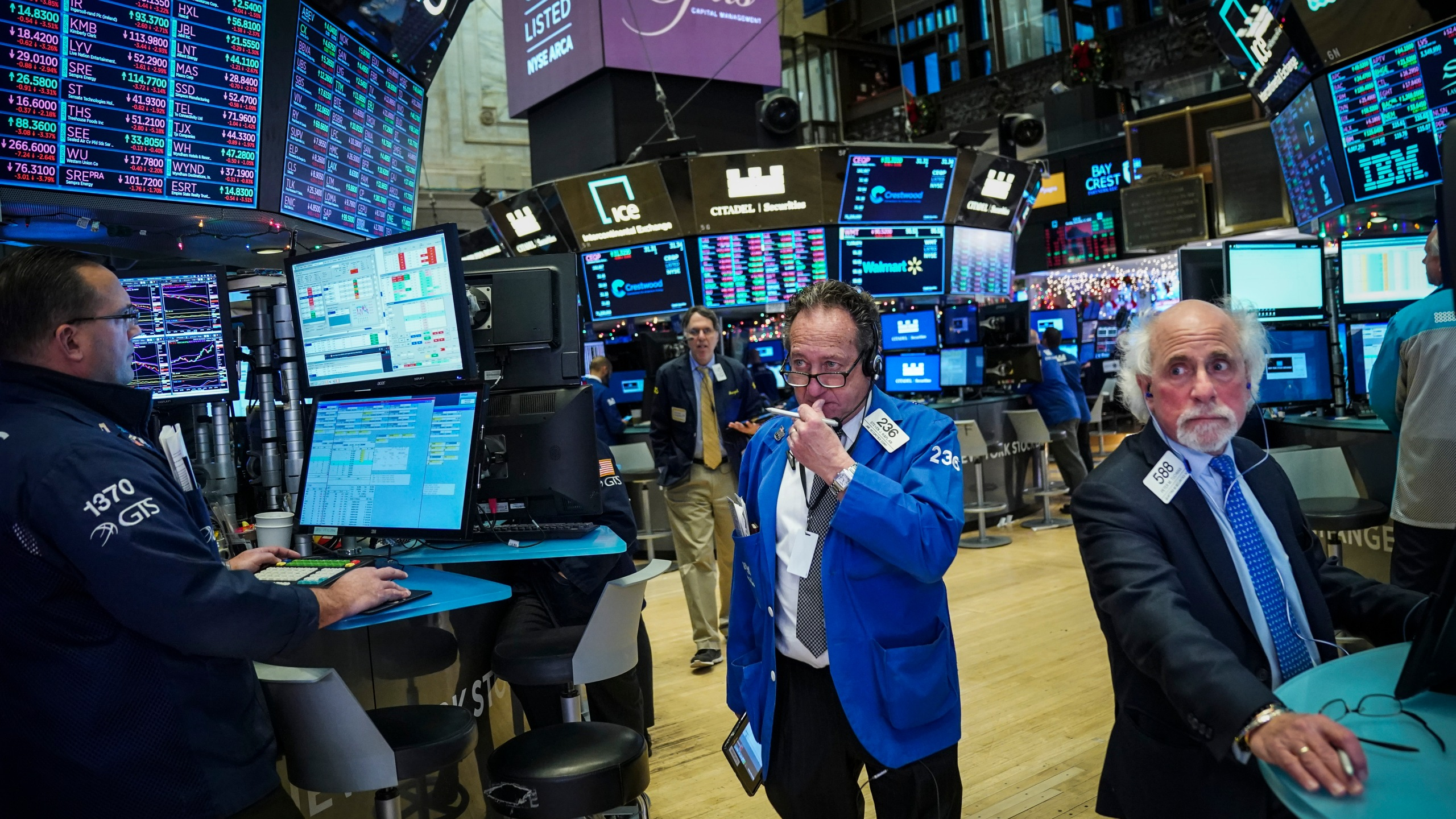 Traders and financial professionals work ahead of the closing bell on the floor of the New York Stock Exchange (NYSE), December 17, 2018 in New York City. (Credit: Drew Angerer/Getty Images)