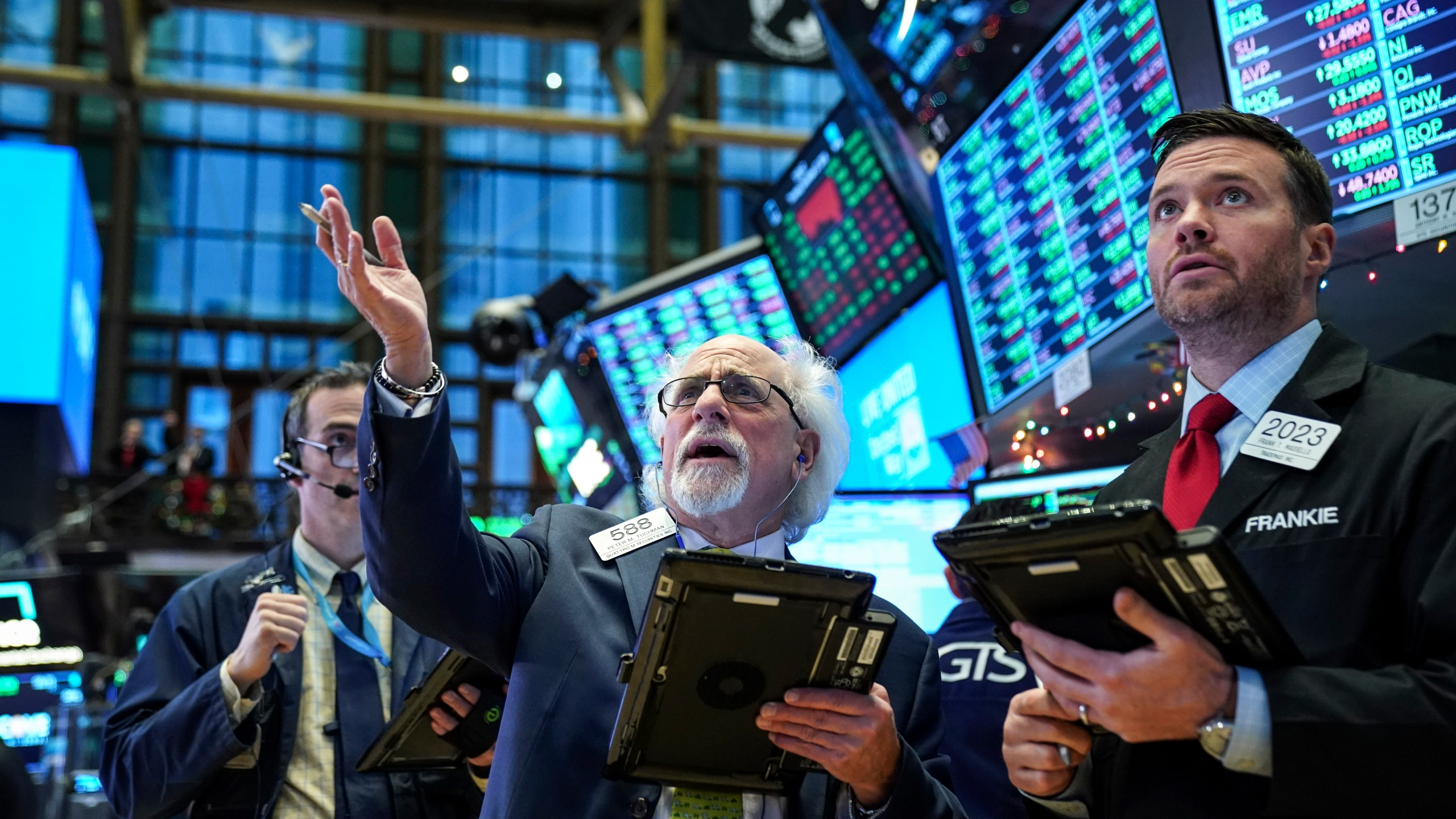 Traders and financial professionals work ahead of the closing bell on the floor of the New York Stock Exchange (NYSE) on Dec. 27, 2018, in New York City. (Credit: Drew Angerer/Getty Images)