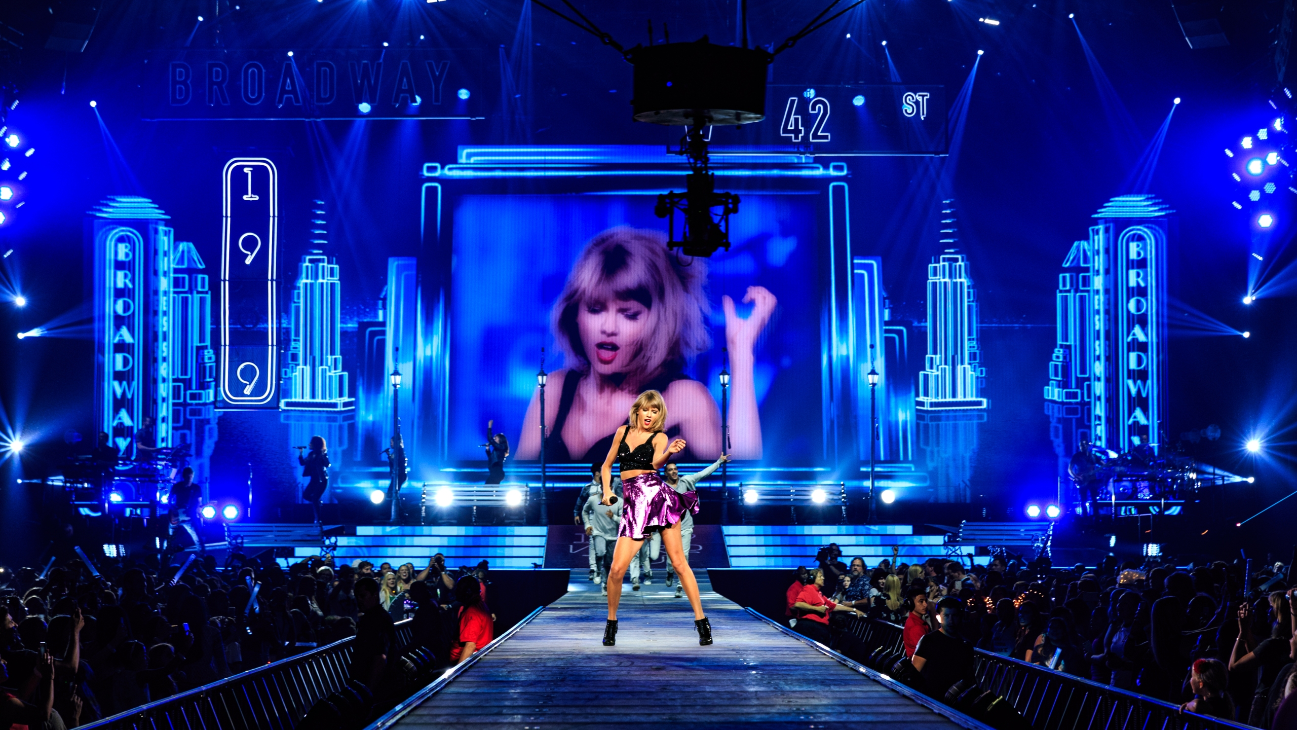 Singer-songwriter Taylor Swift performs onstage during Taylor Swift The 1989 World Tour Live In Los Angeles at Staples Center on Aug. 22, 2015, in Los Angeles.(Credit: Christopher Polk/Getty Images for TAS)
