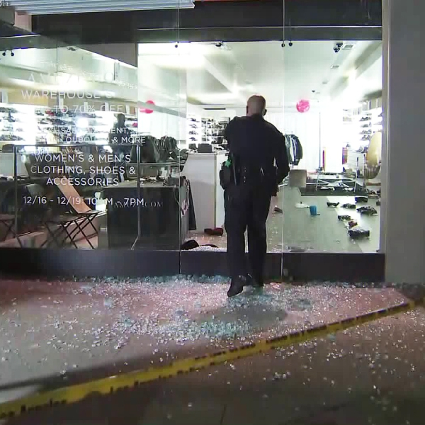 Police investigate a smash-and-grab robbery in Beverly Grove on Dec. 17, 2018. (Credit: KTLA)