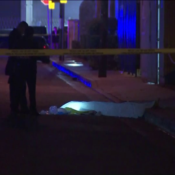 Authorities investigate the scene of a fatal shooting in Huntington Park on Dec. 7, 2018. (Credit: KTLA)