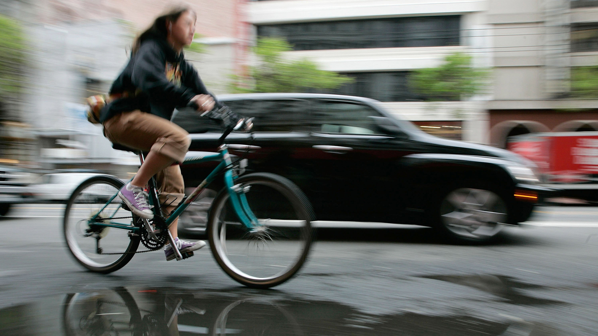 A bicyclist is seen in San Francisco in this file photo. (Credit: Justin Sullivan / Getty Images)
