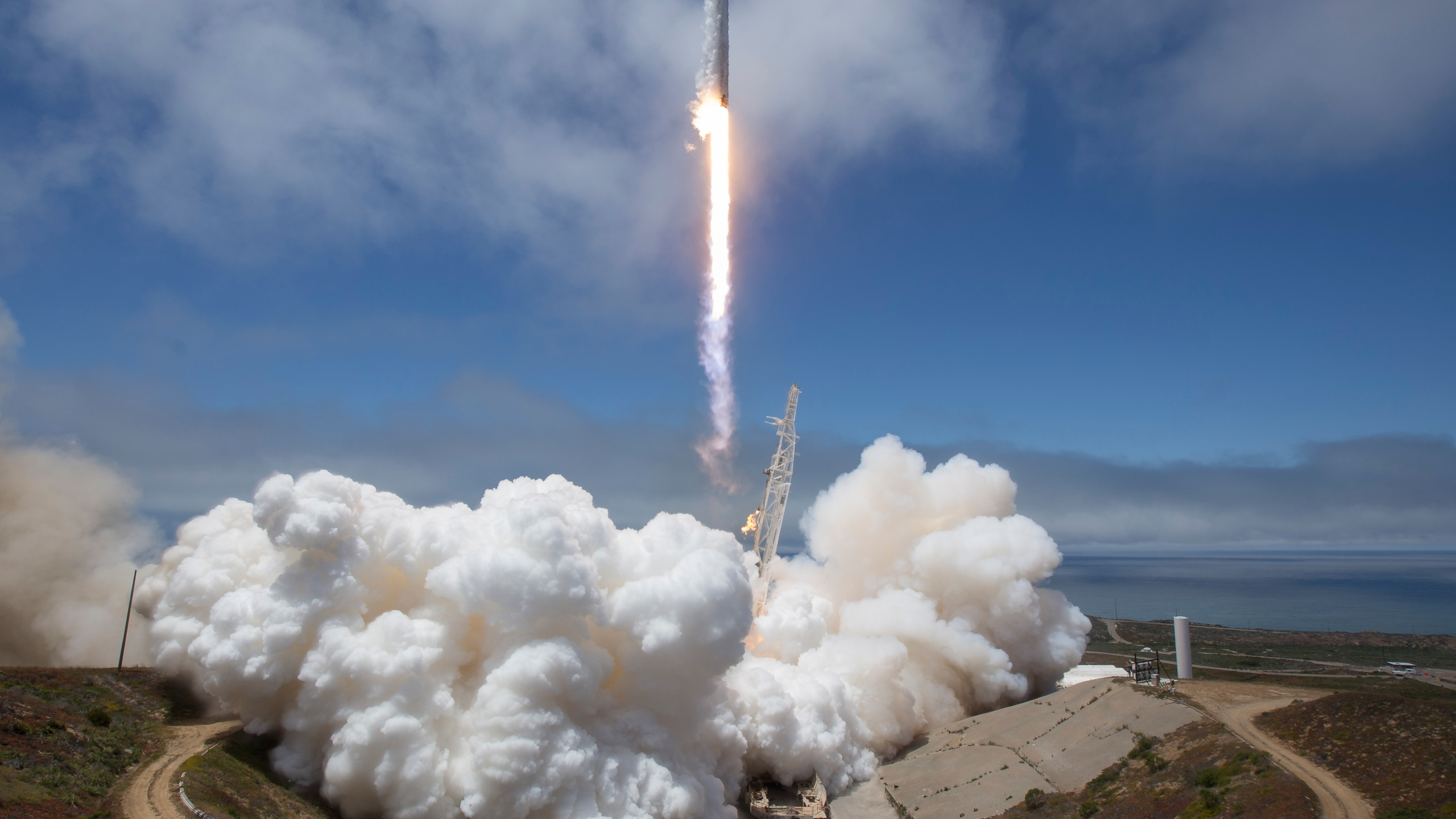 In this handout image provided by NASA, the NASA/German Research Centre for Geosciences GRACE Follow-On spacecraft launch onboard a SpaceX Falcon 9 rocket, Tuesday, May 22, 2018, from Space Launch Complex 4E at Vandenberg Air Force Base in California. (Credit: Bill Ingalls/NASA via Getty Images)