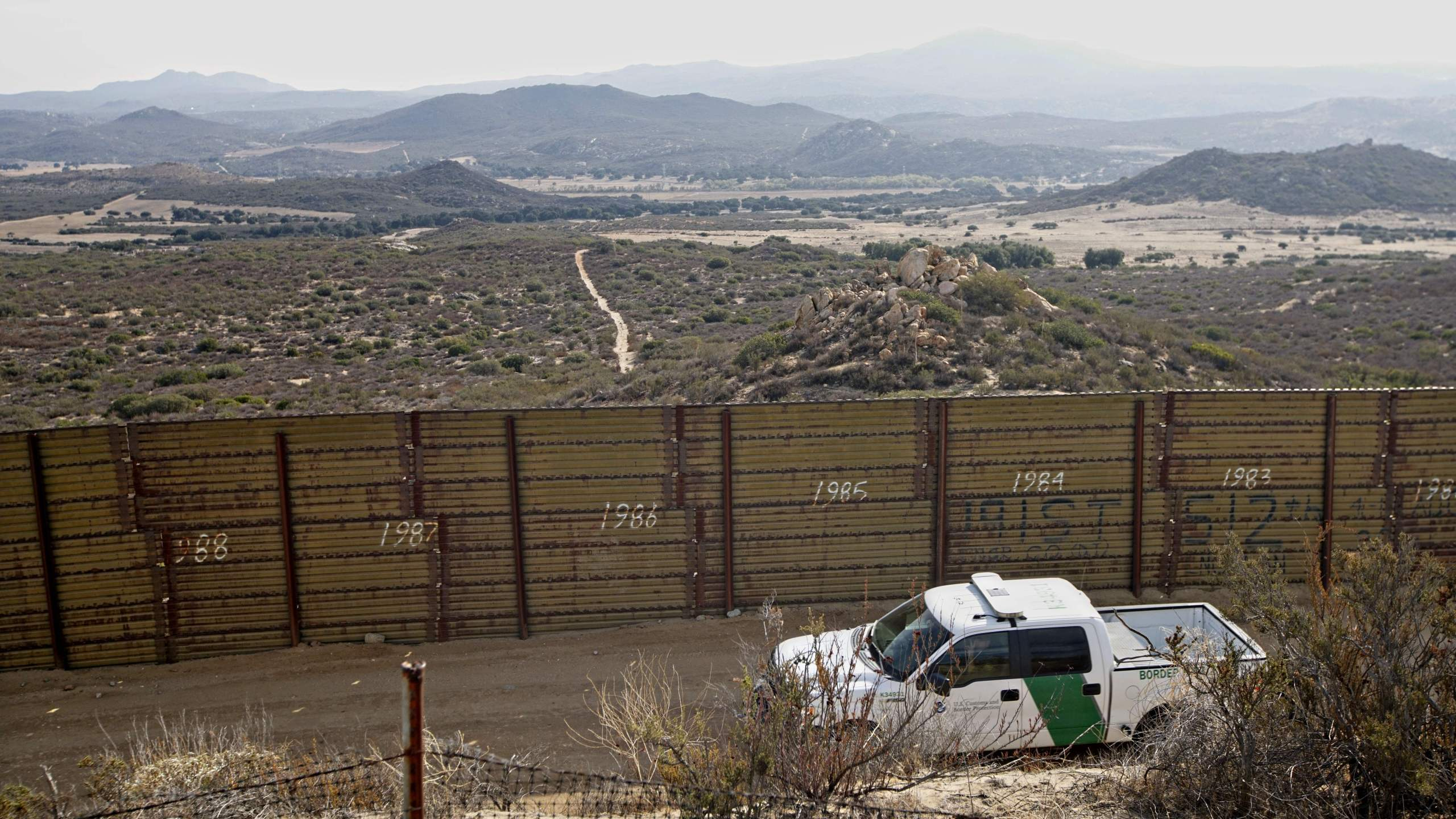 A Border Patrol vehicle is seen along the US-Mexico border in Campo, California on Nov. 17, 2018. (Credit: Sandy Huffaker/ AFP/Getty Images)