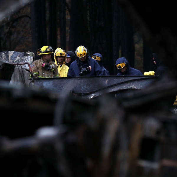 Crews search for human remains on a property in Paradise that was destroyed by the Camp Fire, Nov. 22, 2018. (Credit: Justin Sullivan / Getty Images)