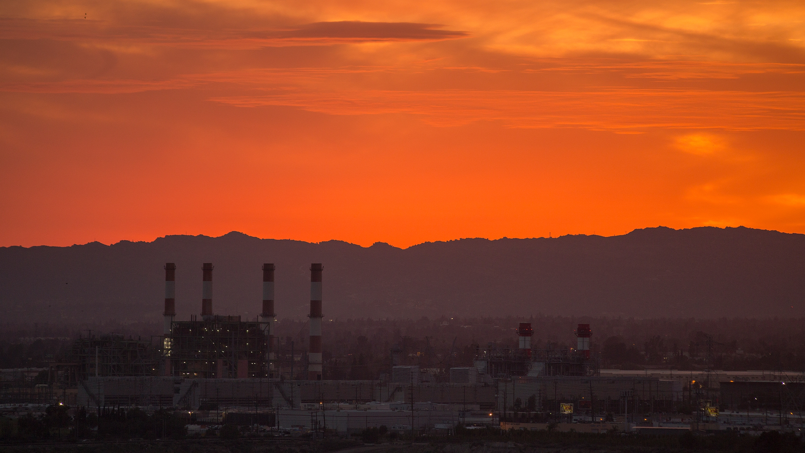 The gas-powered Valley Generating Station is seen in the San Fernando Valley on March 10, 2017 in Sun Valley, California. (Credit: David McNew/Getty Images)