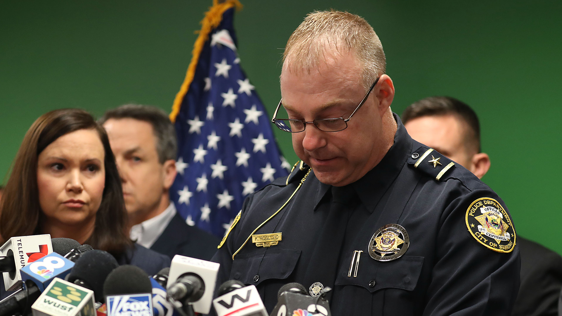 Karl Hoglund, chief of Sebring Police Department, speaks as Ashley Moody, Florida's Attorney General, listens during a press conference about the shooting at a SunTrust Bank branch on Jan. 24, 2019, in Sebring, Fla. (Credit: Joe Raedle/Getty Images)