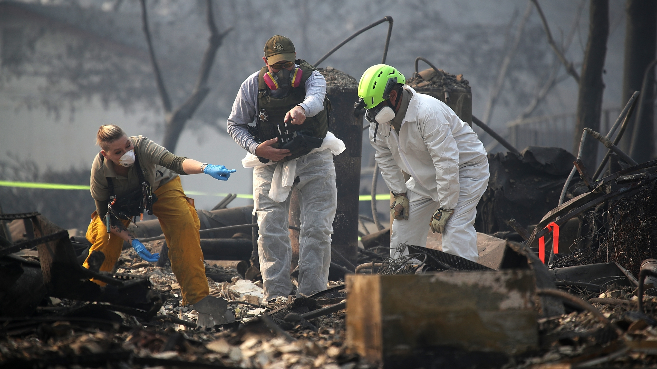 Rescue workers search an area where they discovered suspected human remains in a home in Paradise destroyed by the Camp Fire on Nov. 16, 2018. (Credit: Justin Sullivan / Getty Images)