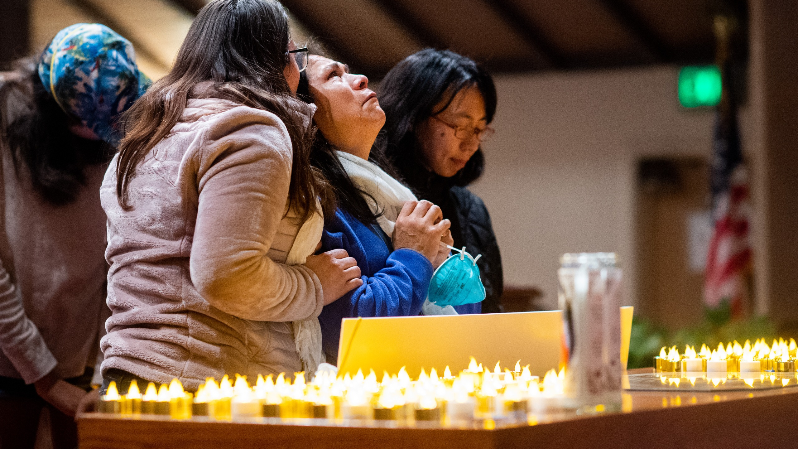 Lidia Steineman, who lost her home in the Camp Fire, prays during a vigil for fire victims at the First Christian Church of Chico on Nov. 18, 2018. (Credit: Noah Berger / Getty Images)