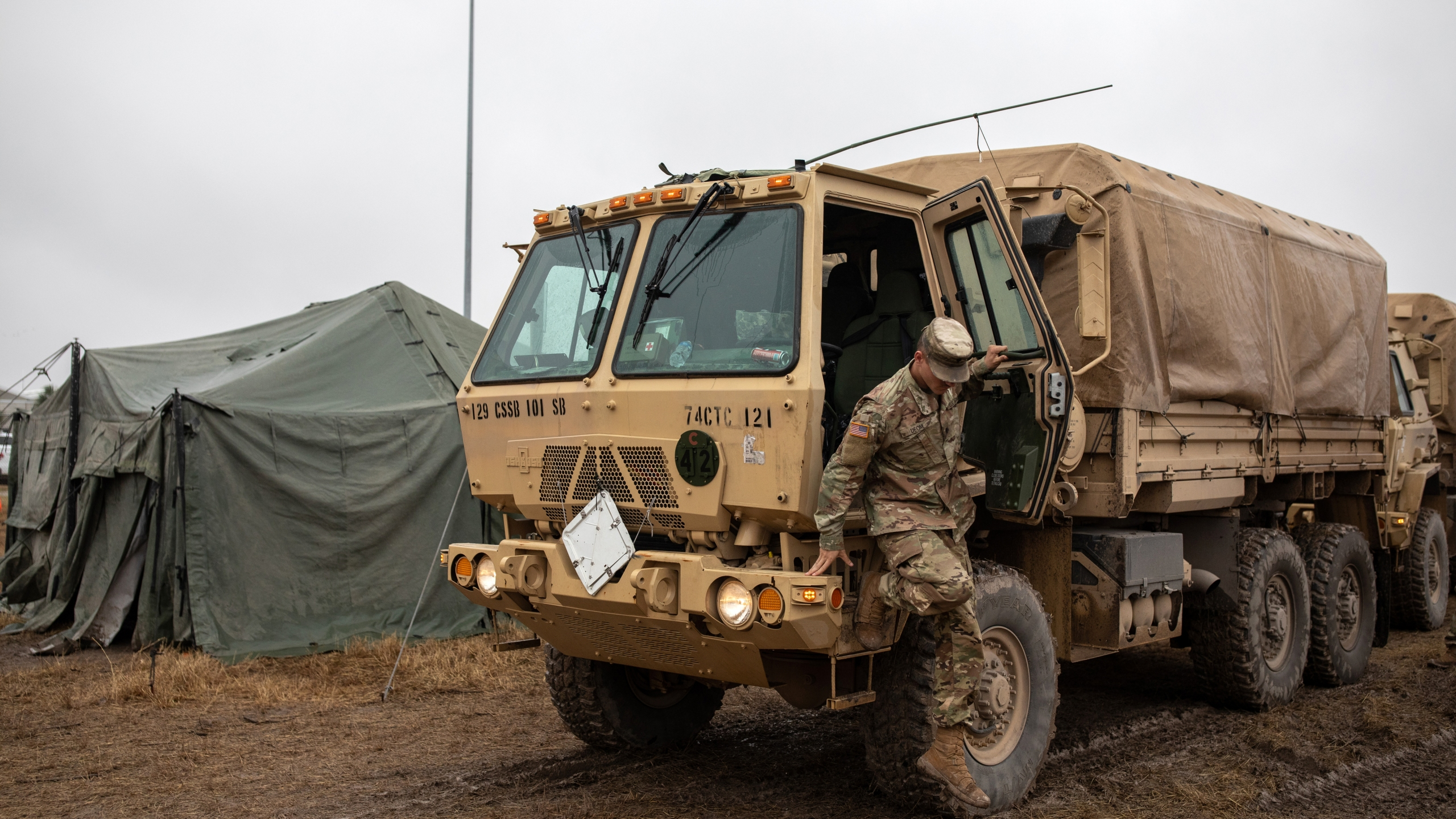 A U.S. Army soldier makes his way toward the tent where troops deployed to the U.S.-Mexico border were enjoying a Thanksgiving meal on a base in Donna, Texas on Nov. 22, 2018. (Credit: Tamir Kalifa/Getty Images)