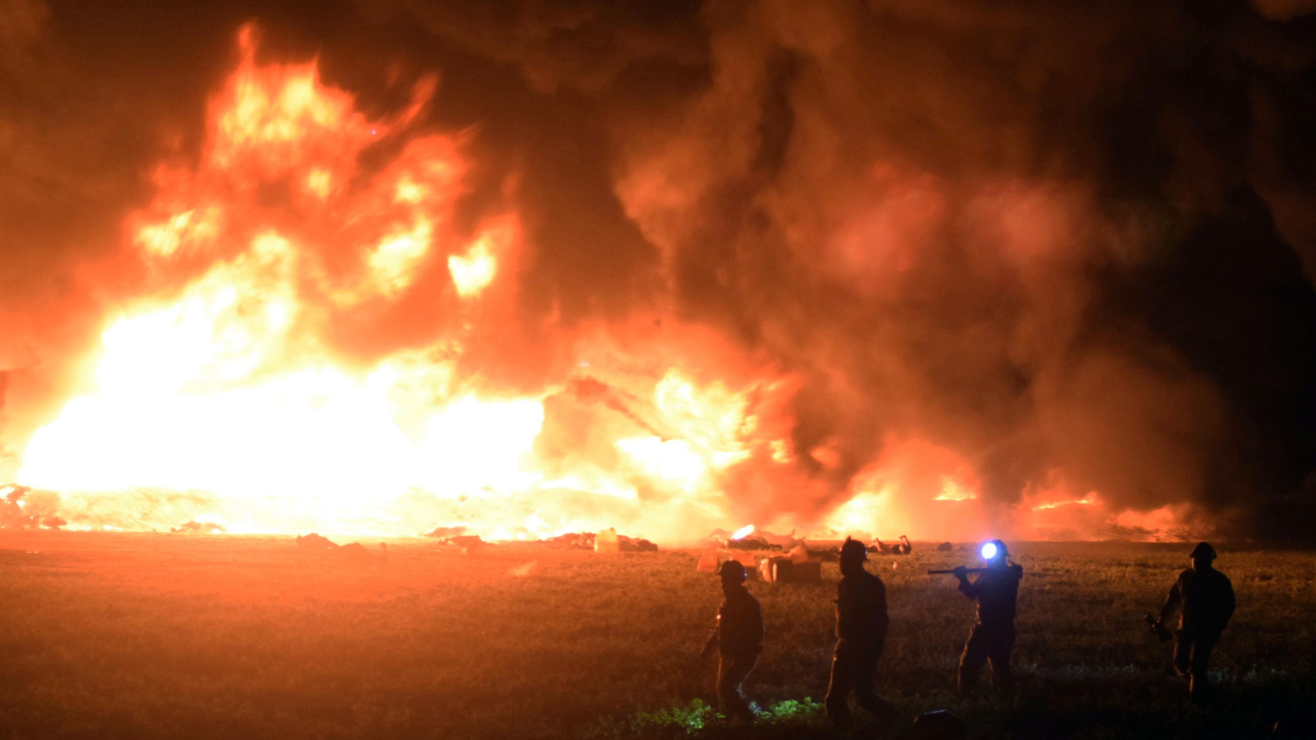 Flames burn at the scene of a massive blaze trigerred by a leaky pipeline in Tlahuelilpan, Hidalgo state, on January 18, 2019. (Credit: FRANCISCO VILLEDA/AFP/Getty Images)