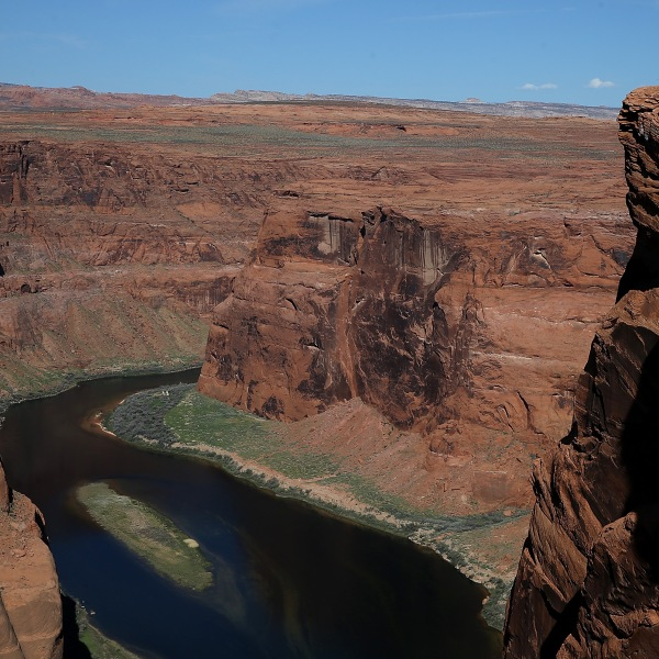 The Colorado River wraps around Horseshoe Bend in Page, Arizona, on March 30, 2015. (Credit: Justin Sullivan / Getty Images)