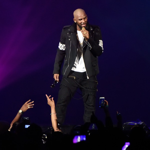 R. Kelly performs during The Buffet Tour at Allstate Arena in Chicago on May 7, 2016. (Credit: Daniel Boczarski / Getty Images)