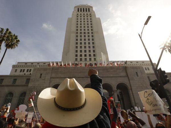UTLA supporters rally in front of City Hall in January 2019. (Credit: Genaro Molina / Los Angeles Times)