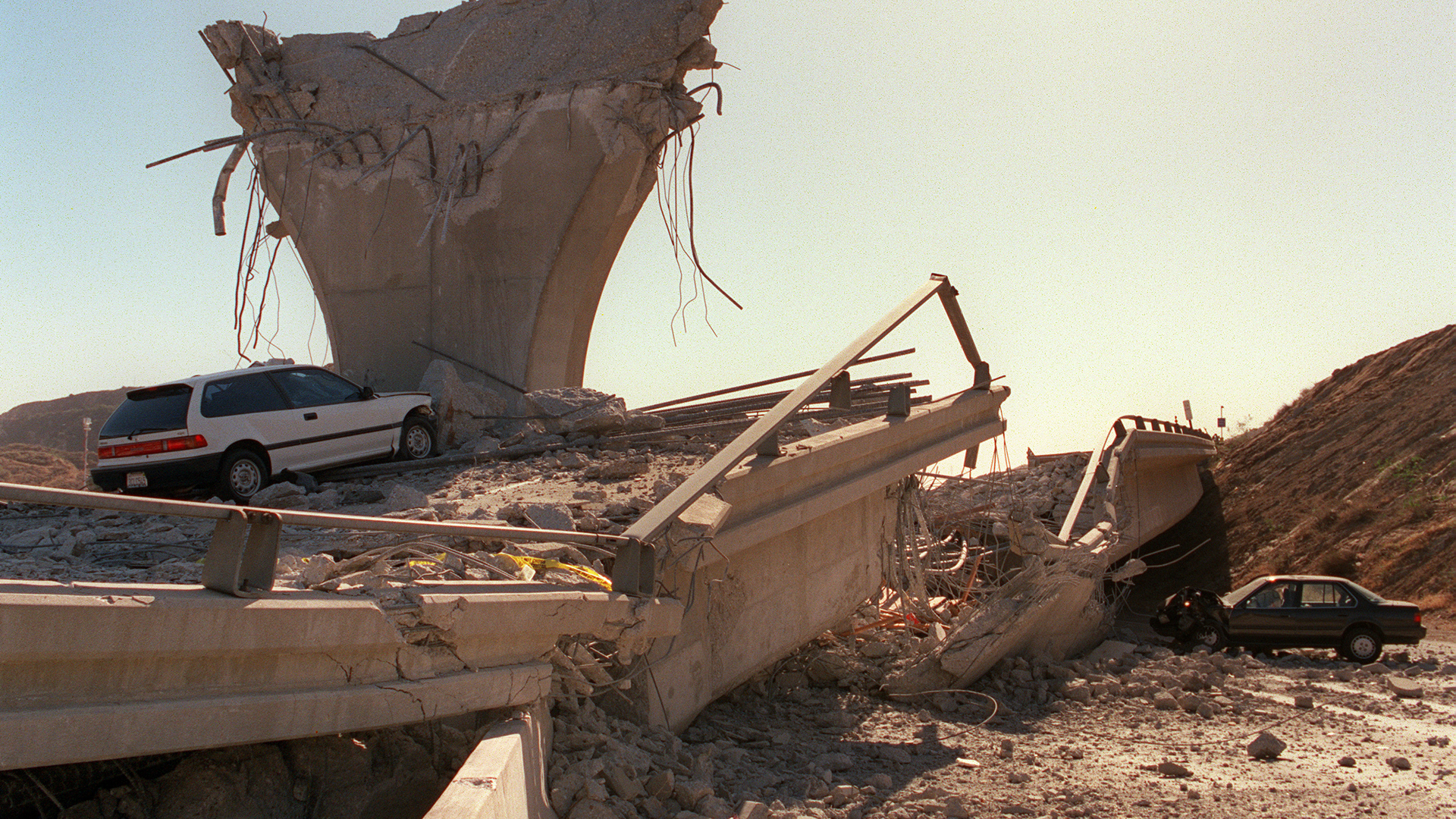 Cars lie smashed by the collapsed Interstate 5 connector few hours after Northridge earthquake, on January 17, 1994, in Sylmar. (Credit: JONATHAN NOUROK/AFP/Getty Images)