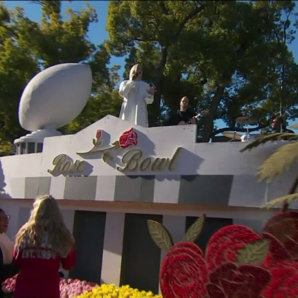 A float from the 130th Rose Parade is seen on Jan. 1, 2019. (Credit: KTLA)