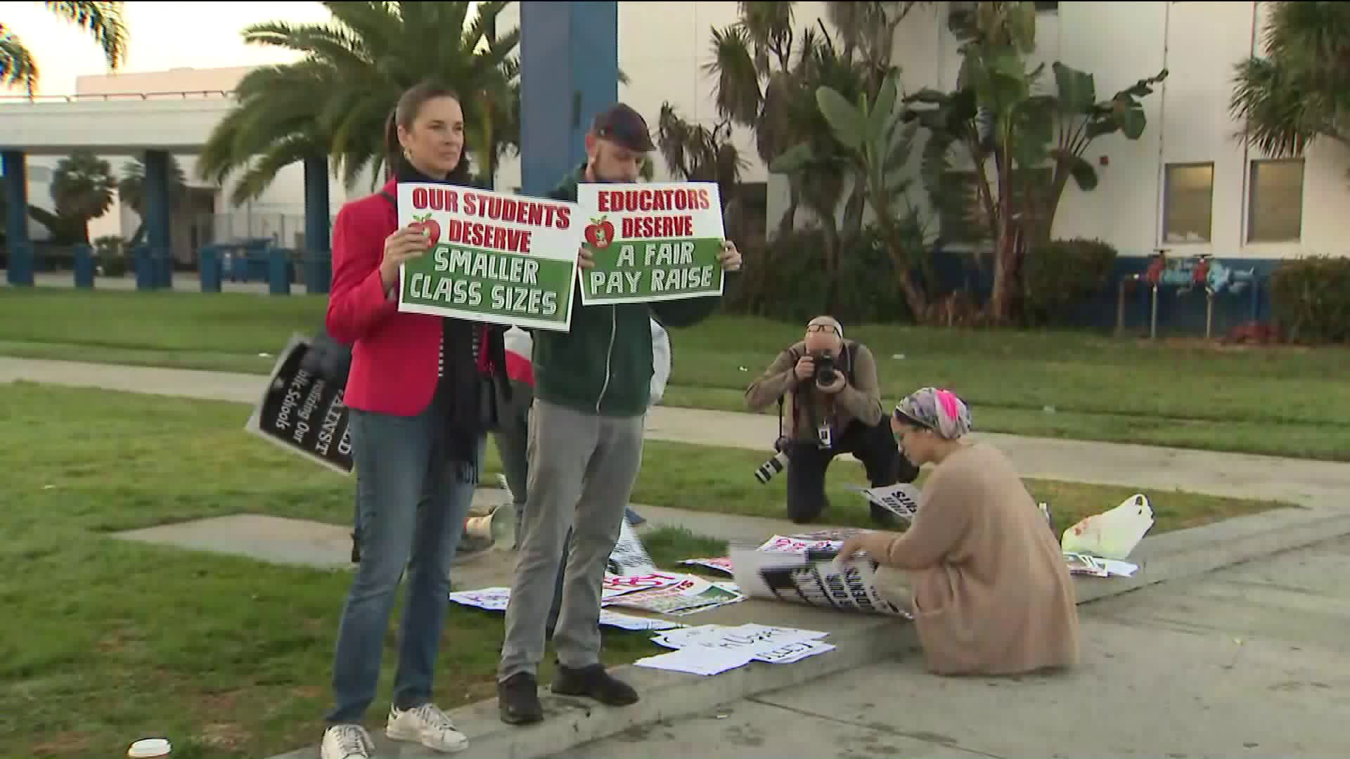 A rally in support of LAUSD teachers was held in front of Venice High School on Jan. 10, 2019. (Credit: KTLA)