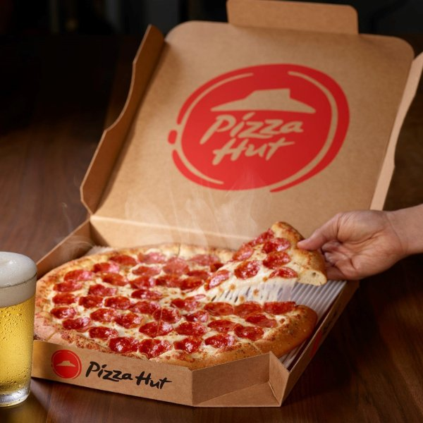 Pizza Hut is leaning into its beer delivery service to get an edge over Domino's. (Credit: Pizza Hut)