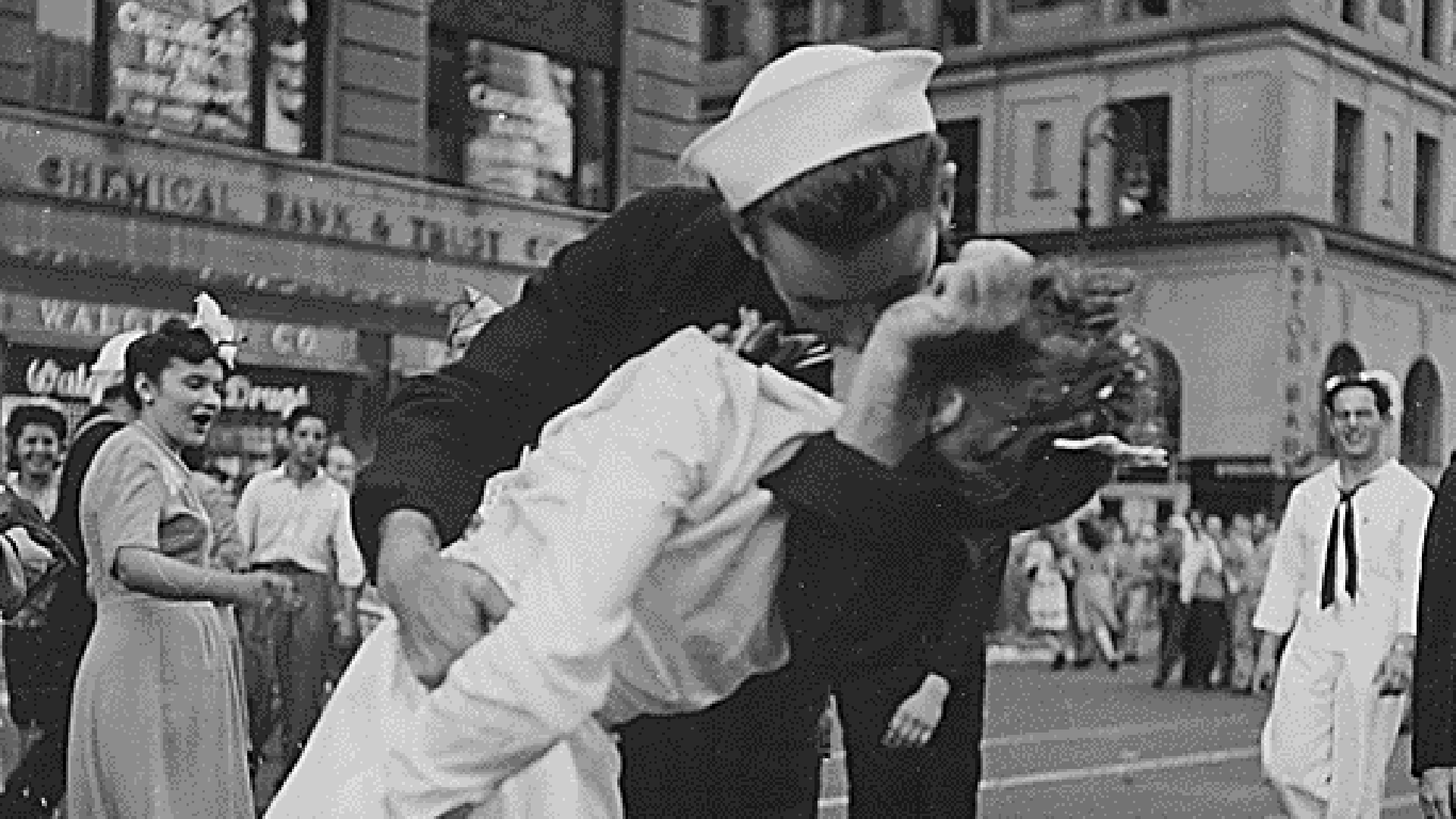A U.S. Navy sailor is seen kissing a woman in Times Square, New York after the announcement of Japan's surrender on August 14, 1945. (Credit: Victor Jorgenson via the National Archives)