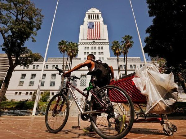 Los Angeles City Hall is shown in this undated file photo. (Credit: (Al Seib / Los Angeles Times)