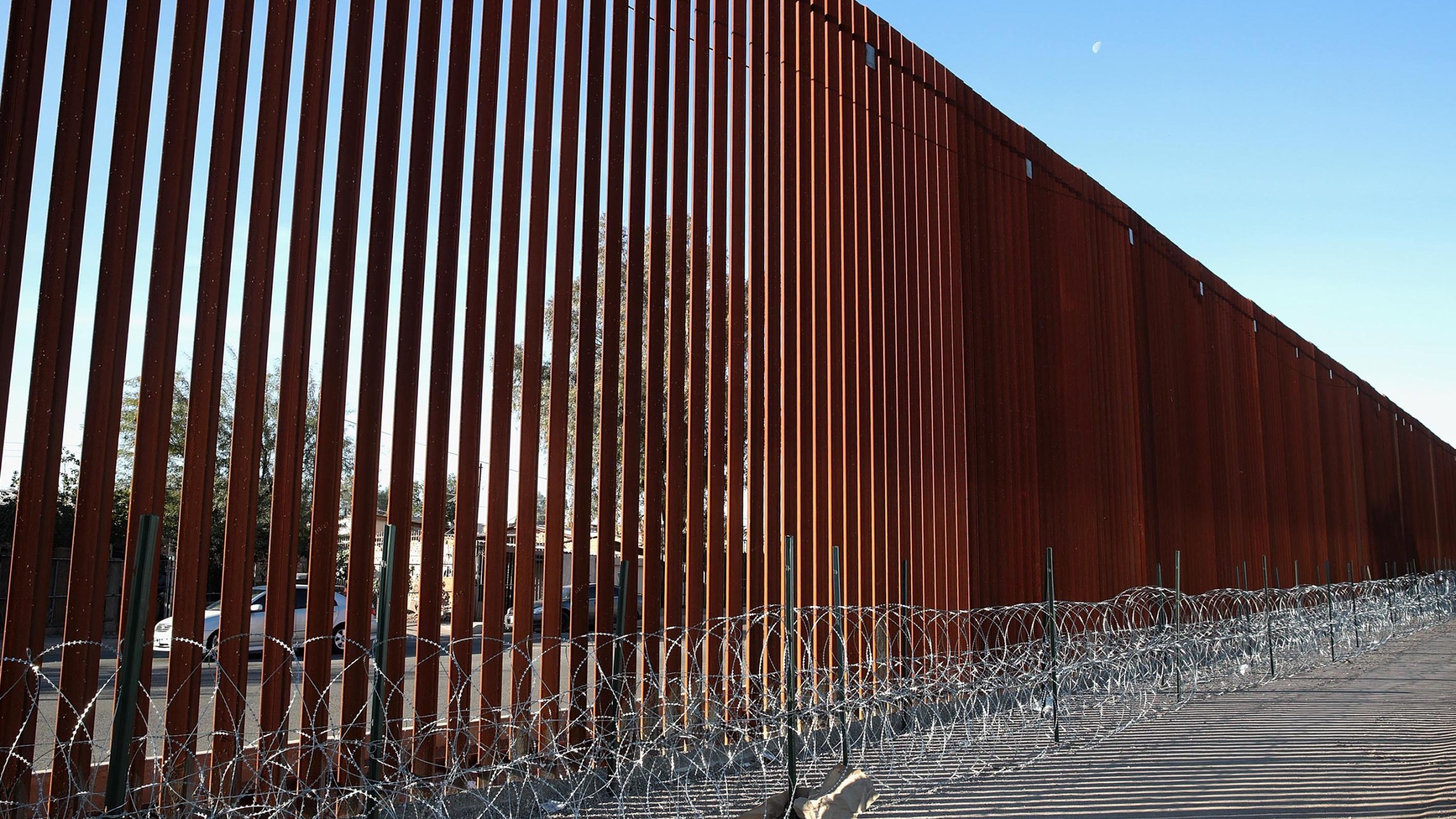 A steel and wire barrier runs along the border of the U.S. and Mexico on Jan. 26, 2019 in Calexico. (Credit: Scott Olson/Getty Images)