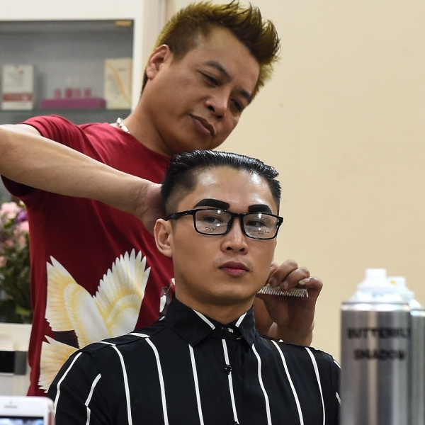Vietnamese man, Nguyen Huu Thien gets a North Korean leader Kim Jong Un style haircut at a saloon in Hanoi on Feb. 20, 2019. (Credit: Nhac Nguyen/AFP/Getty Images)