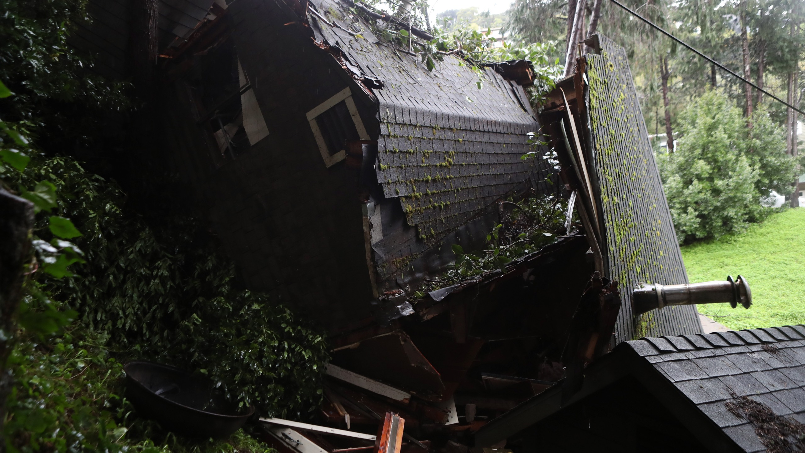 A view of a home that was swept down a hill by a mudslide during a rain storm on February 14, 2019 in Sausalito, California. (Credit: Justin Sullivan/Getty Images)