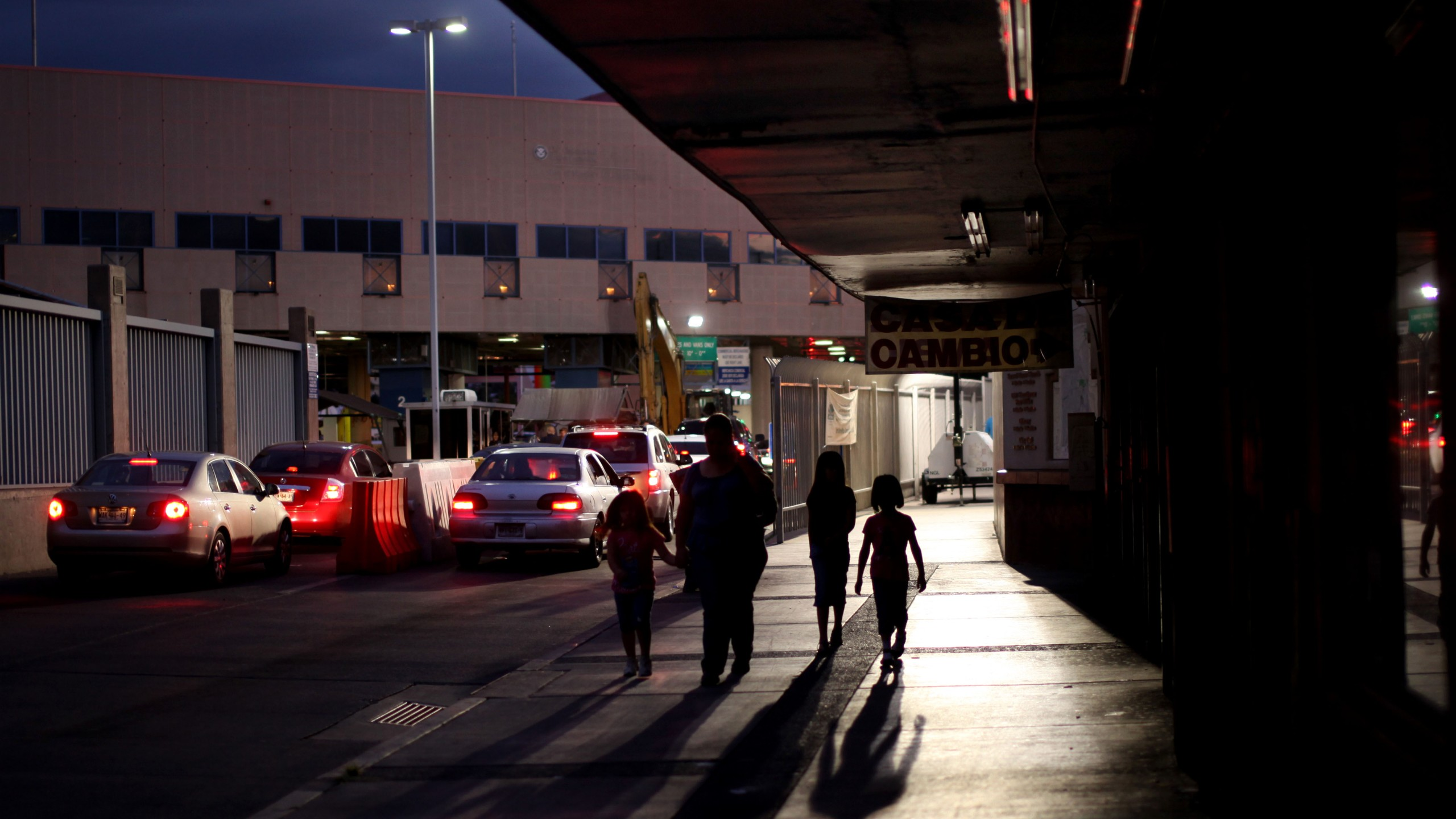 Pedestrians from Mexico leave after going through customs at the Nogales port of entry in Arizona on July 7, 2012. (Credit: Sandy Huffaker / Getty Images)