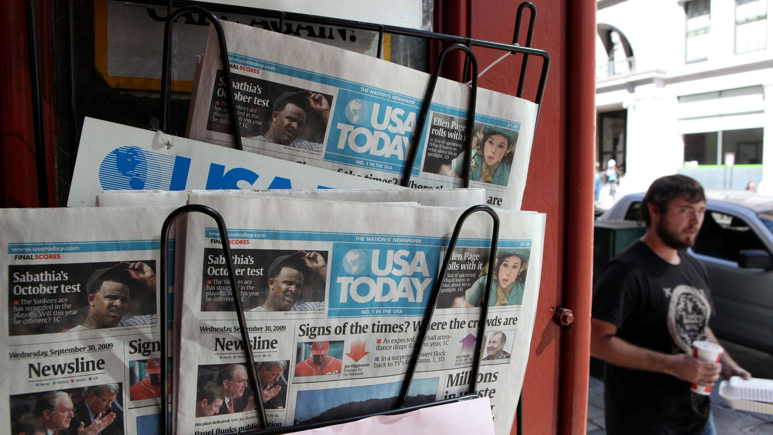 Copies of USA Today are displayed on a rack on Sept. 30, 2009 in San Francisco. (Credit: Justin Sullivan/Getty Images)