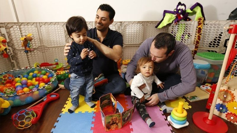 Andrew, right, and Elad Dvash-Banks, married parents of 16-month-old twins Ethan, left, and Aiden, at their Los Angeles home in 2018. The boys are now 2 years old. (Credit: Al Seib / Los Angeles Times)