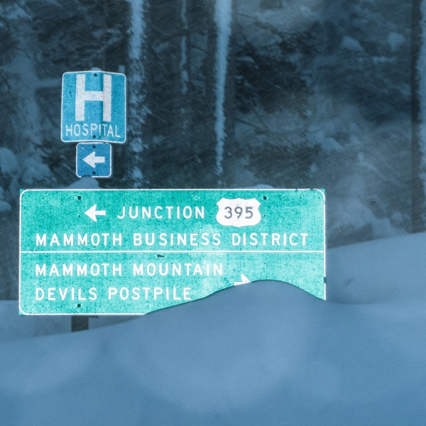 Snow reached street sign level in Mammoth on Feb. 3, 2019. (Credit: Peter Morning/ MMSA)