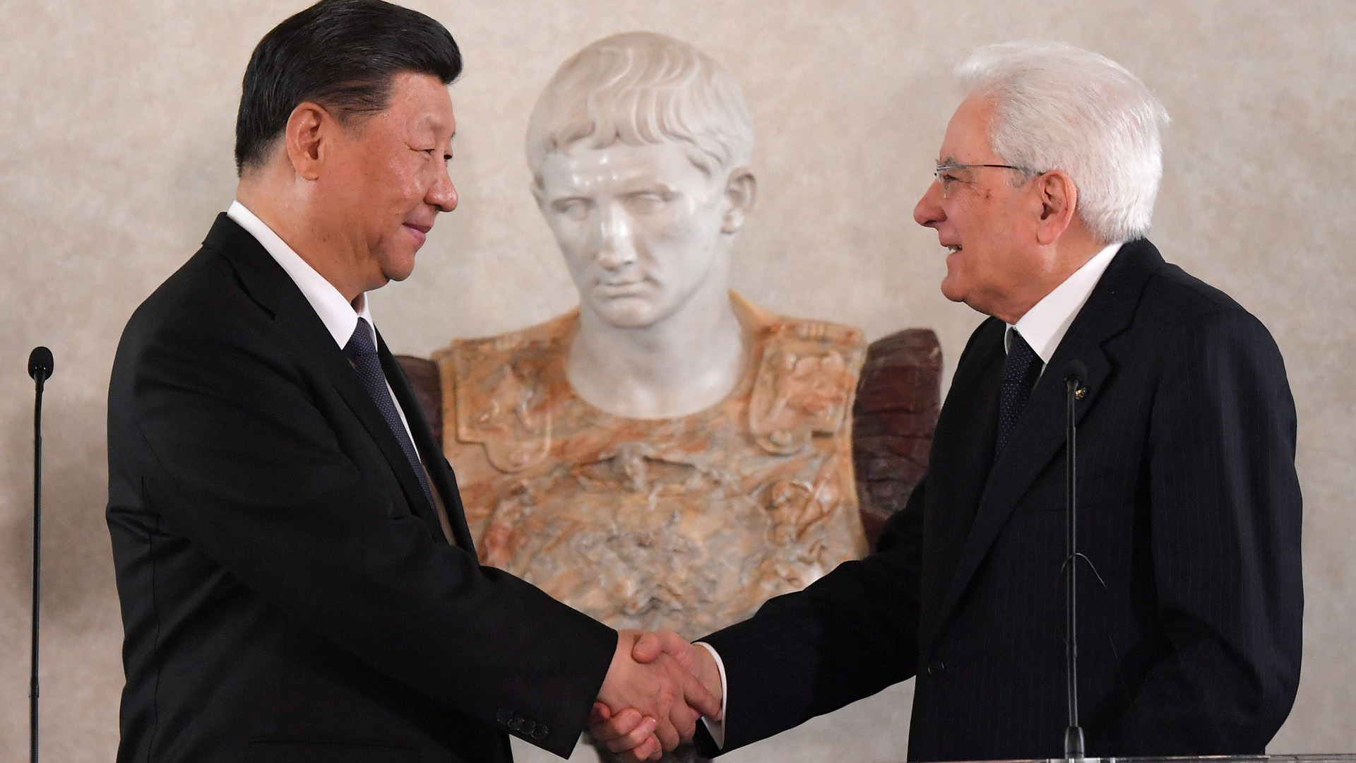 Italian President Sergio Mattarella (R) and Chinese President Xi Jinping shake hands after addressing a forum of businessmen on March 22, 2019 at the Quirinale presidential palace in Rome, as part of Xi Jinping's two-day visit to Italy.(Credit: TIZIANA FABI/AFP/Getty Images)