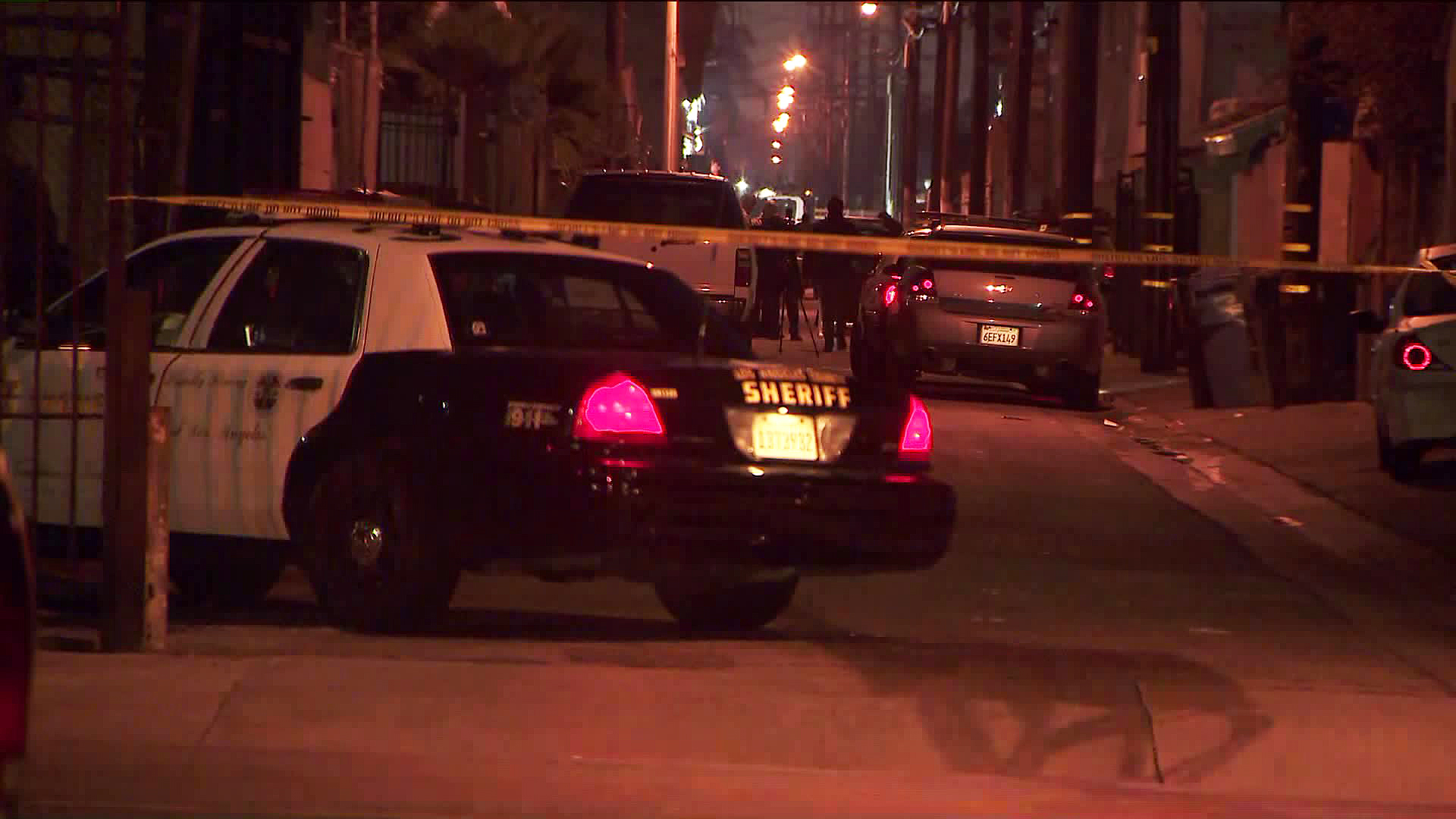Authorities investigate a deadly shooting in East Los Angeles on March 19, 2019. (Credit: KTLA)