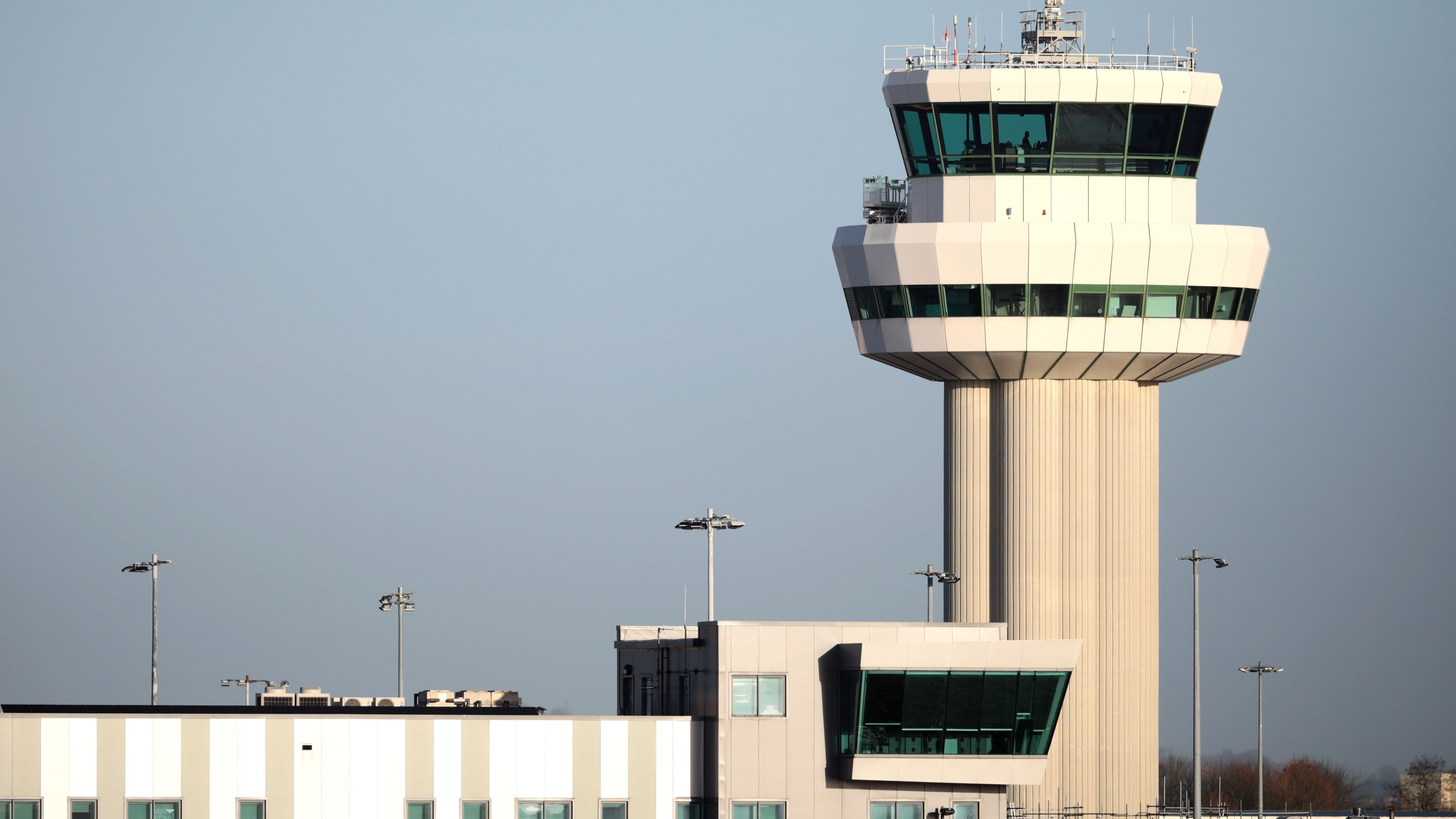 A view of the control tower at Gatwick Airport on December 20, 2018 in London, England. (Credit: Dan Kitwood/Getty Images)