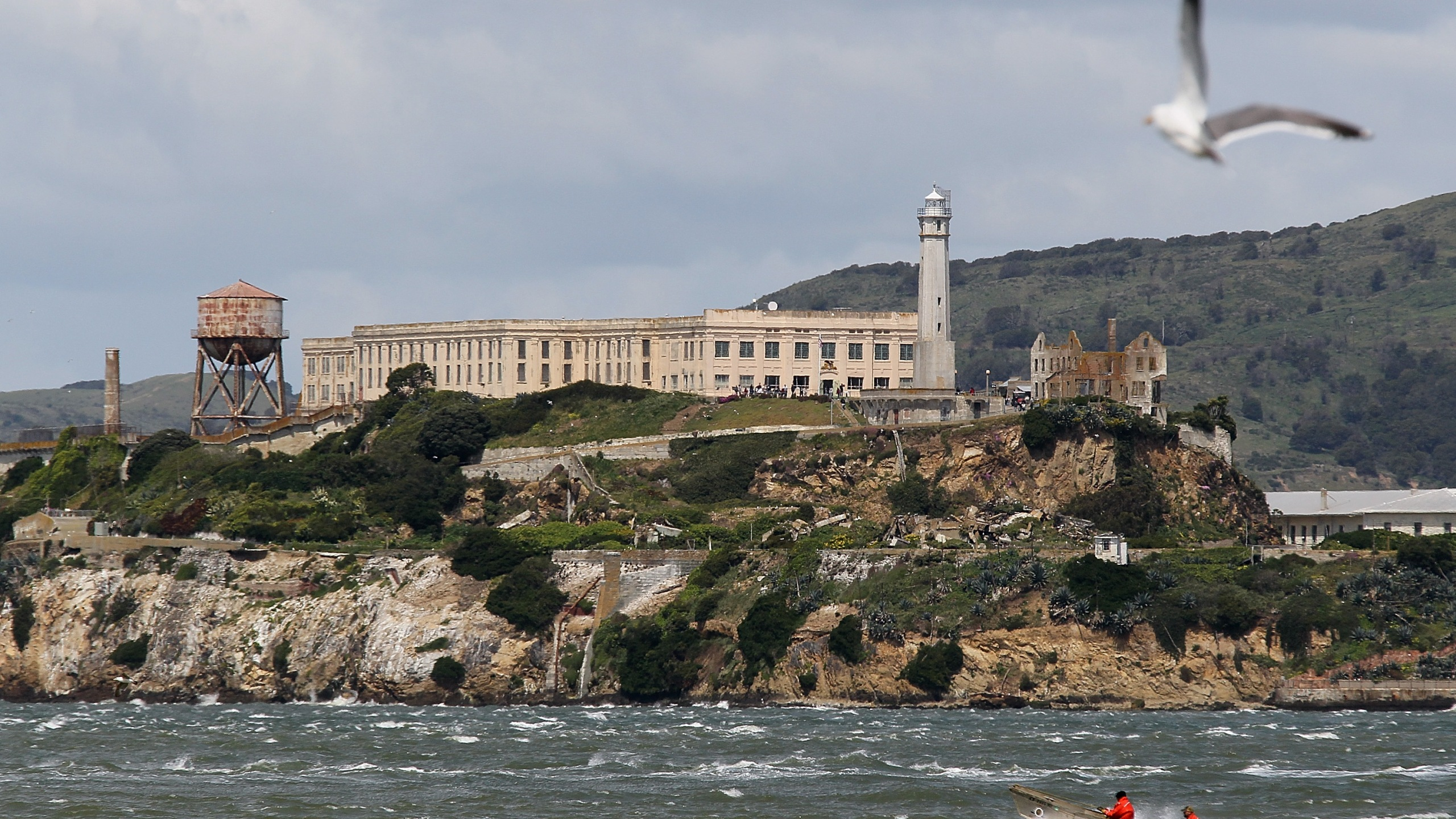 A boat passes in front of Alcatraz Island on April 7, 2011 in San Francisco. (Credit: Justin Sullivan/Getty Images)