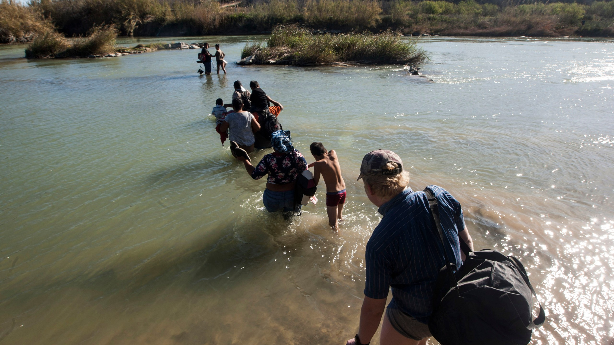Central American migrants try to cross the Rio Bravo, from Piedras Negras, in Coahuila state, Mexico to the city of Eagle Pass, in Texas, US, as seen from Mexico on February 17, 2019. (Credit: Julio Cesar Aguilar/Getty Images)