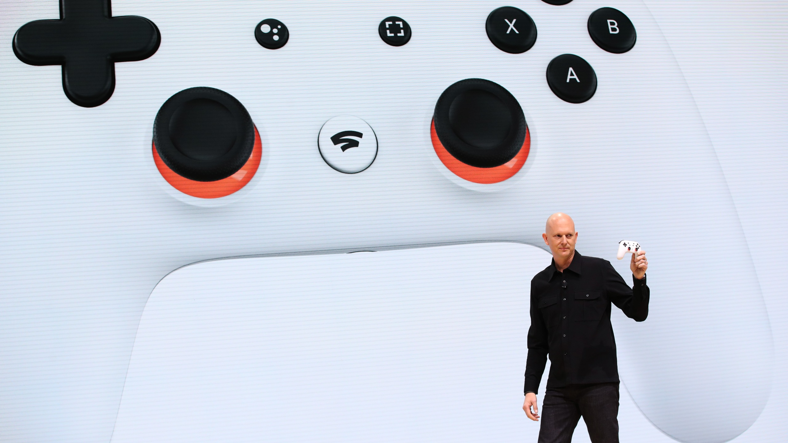 Google vice president and general manager Phil Harrison shows the new Stadia controller as he speaks during the GDC Game Developers Conference on March 19, 2019 in San Francisco, California. (Credit: Justin Sullivan/Getty Images)
